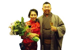 オープン当時から奥山社長(右) を支えた原あんずさん(左)の退社を惜しんで。