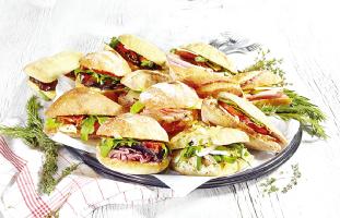 毎日新鮮な食材で作られるサンドウィッチ