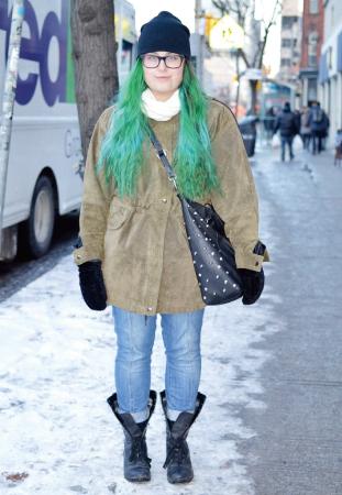 Ridia/Student スタッズのついた鞄がcute。 髪色でパンチを効かせてクレイジーに