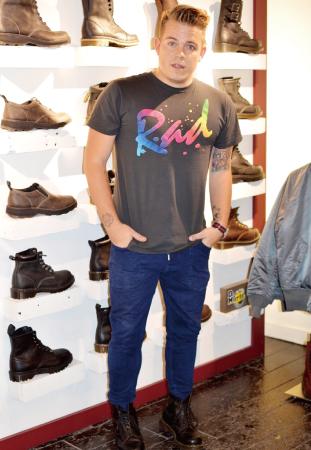 Marc/Stylist ビビットカラーのTシャツが主役。 ブーツはDrMartinのもの。