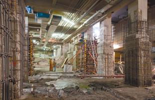 地下2階を建設中