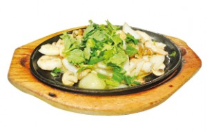 fried-shrimp-with-mushroom-onion-on-sizzling-plate