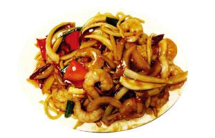 ▲Szechuan style shrimp たっぷりのエビと野菜が入ったあんかけ焼きそば。こってりしたソースの絡んだ焼きそばは絶品、スープではないがとろみのあるソースで体が温まる。しっかりしたソースの味でついついこれをおかずにご飯を食べたくなってしまうかも。寒いカナダの冬はコッテリ系をがっつり食べて寒さを乗り越えましょう。 Swatow Restaurant  309 Spadina Ave. / 416-977-0601