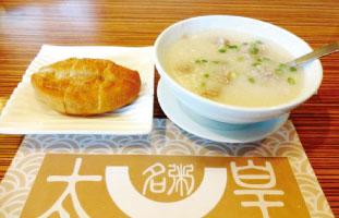▲Congee お米の原型が残らないほどとろとろに煮込まれた中華粥。様々な具材が選べる同店のおすすめは牛挽肉のお粥。ぽろぽろとした挽肉が自然にお粥に馴染み食べやすさも抜群。本場中国の食べ方は油條を浸して一緒に食べる。ちょっと通になったつもりで試していただきたい。 Congee Town 1571 Sandhurst Circle #106a 416-321-8899 congeetown.com