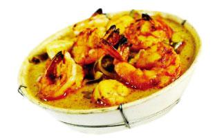 ▲Assam Udang Soup ここは中華やインディアンなど、様々なアジア料理を楽しむことができる。数あるスープの中でもおすすめはこのAssam Udang Soup。トムヤムクンとは違いタマリンドという香辛料が使われていてスープの色は黄色。たっぷり入ったエビと魚介の旨味が詰まった食べ応え充分のスープ。場所もアクセスしやすいので是非試していただきたい。 Matahari Bar and Grill 39 Baldwin St. / 416-596-2832 / mataharigrill.com