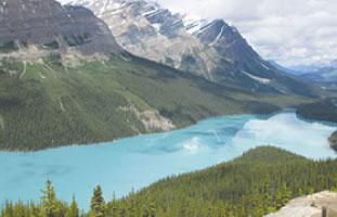 陽の当たり方で湖の色が変わる-Peyto Glacier