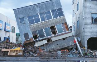 「情報交流館かだって」瓦礫となった施設、希望を失った日