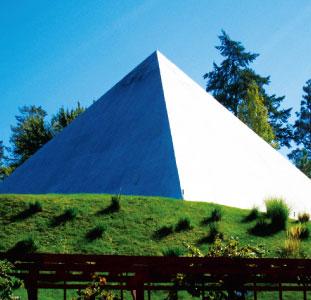 名前の由来でもあるピラミッドワインセラー