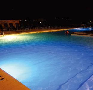 プールやサウナなどの施設も充実している