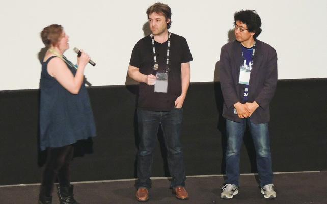 4月27日のワールドプレミア上映後の質疑応答に答えるHeath監督(中央)。出演者の1人中嶋有木さん(右)も応援に駆けつけた