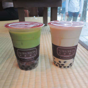 Freash Matcha Latte(左)とNohohon Homebrew(右)
