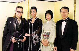 石井竜也さん、Marisa夫人、悦子夫人、門司健次郎大使