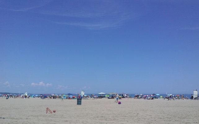 見渡しのいい砂浜