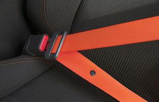 鮮やかなオレンジシートベルト