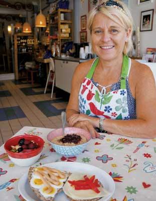 母国で栄養学を学び、アメリカでスウェーデン領事館専任コックも務めたAnnaさん