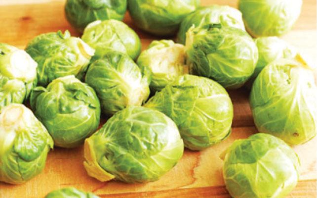 秋が旬の芽キャベツ(Brussel sprouts)は炒めると甘さが引き立つ