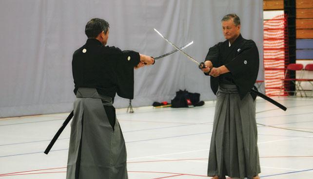 伊藤先生(左)と鎌田先生(右)による演武