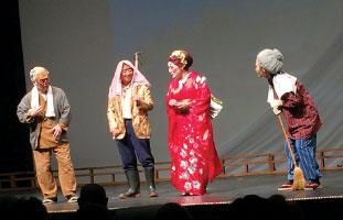 寸劇「タヌキ村の村おこし」