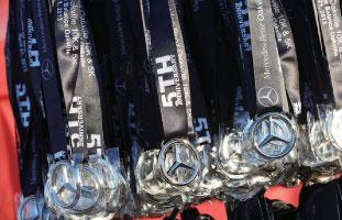 完走者には記念メダルが贈呈される