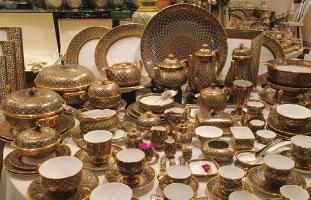 タイの伝統工芸品。ゴージャスなベンジャロン焼き