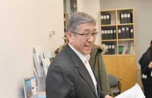 冒頭挨拶をする商工会専務 理事の伊藤氏