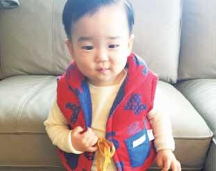 息子も気付けば1歳半。以前にGuuToronto3代目店長シンヤさんからもらったベストが着れるようになりました