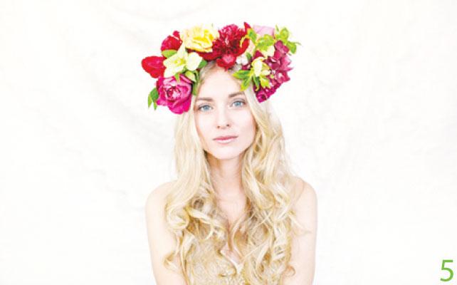 5 ヘアアレンジ用の花や王冠のデザインもしてくれる