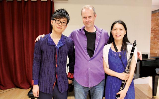 ▲右から、八坂公洋さん、作曲家Chris Paul Harman教授、Shiori Kobayashiさん
