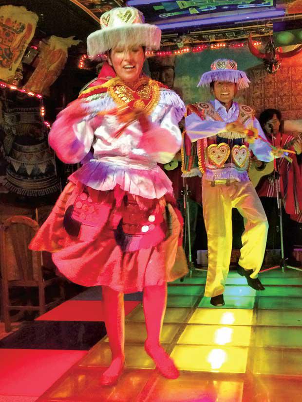 民族舞踊のデイナーショー