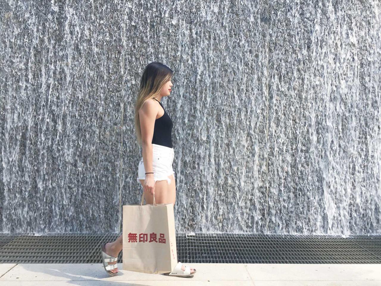 シンプルな紙袋も○