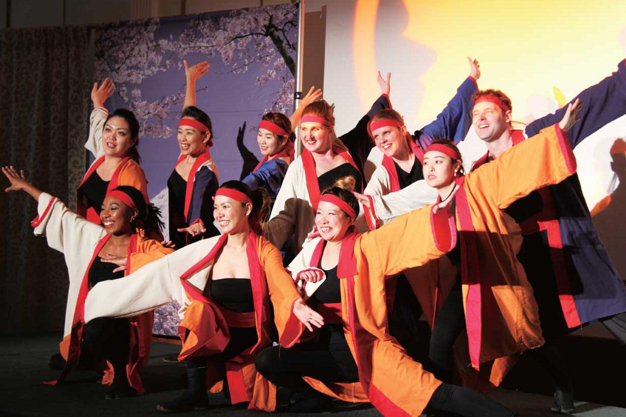 よさこいグループ桜舞によるパフォーマンス
