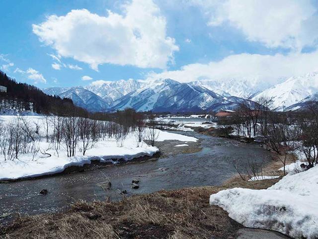 姫川から眺める白馬五竜スキー場