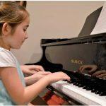 音楽を楽しむのに年齢なんて関係ない!JCCCで様々なレッスンを開講 子供から大人まで幅広く音楽を楽しめる さやか音楽教室〈PR〉|特集「カナダの夏を彩ってくれる極上の音楽」