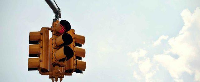 """カナダではなぜ赤信号時の右折が可能なのか 特集「カナダの""""なぜ""""に迫る」"""