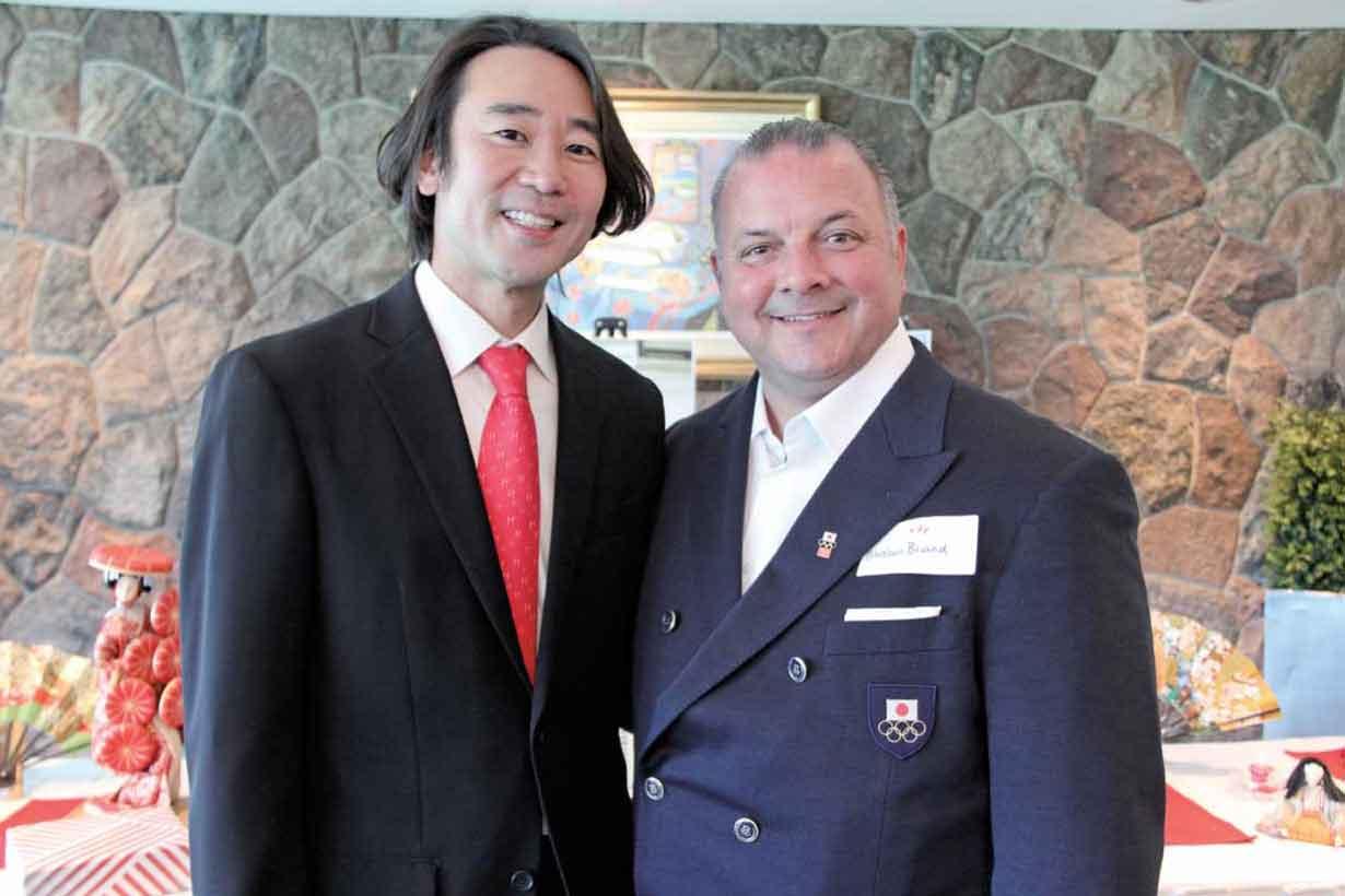 同クラブでコーチを務める天野真氏(左)とジスラン・ブリアン氏(右)