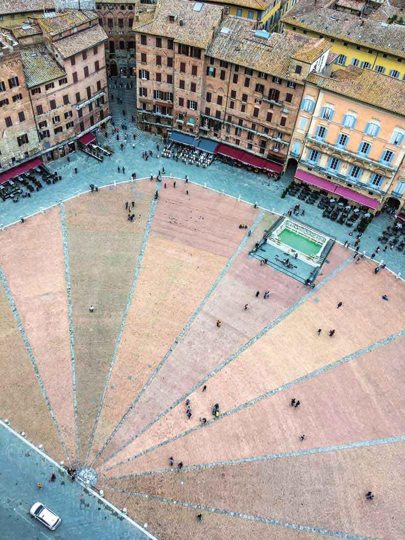 パブリコ宮殿(市役所)の塔から眺めたカンポ広場