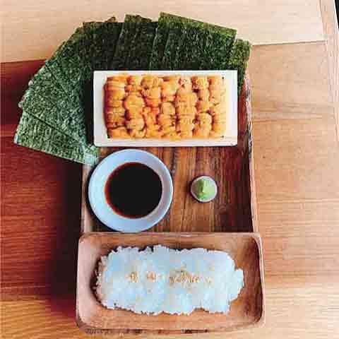 プチ贅沢も今年のキーワード?箱入りウニの手巻き寿司