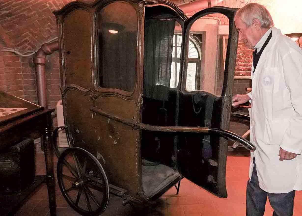 ベニトさんが修復した昔の救急馬車
