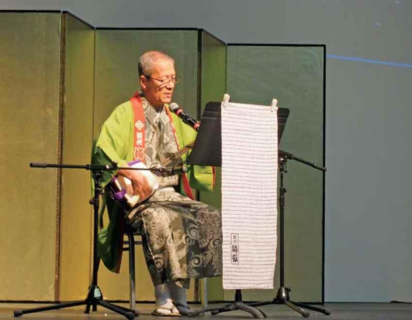 「かっぽれ」の家元、鈴乃家梅奴氏による三味線の演奏
