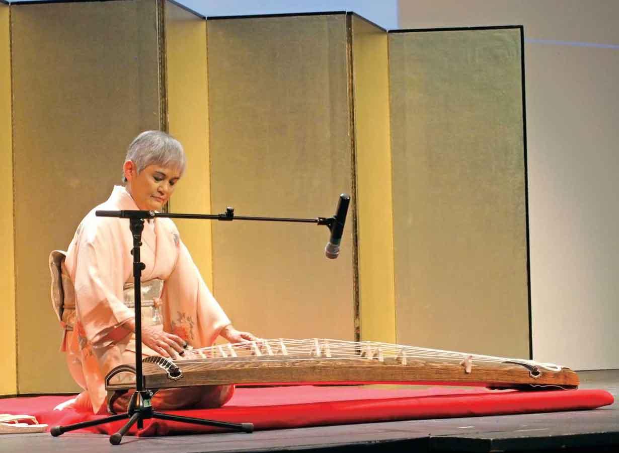伊藤総領事による琴の演奏