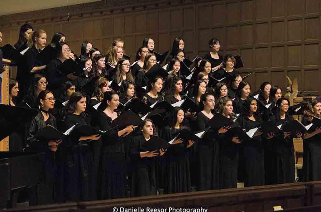 大学では合唱部にも参加