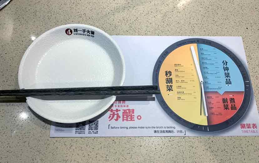 お皿にお箸がハマる作りは初めて見ました!