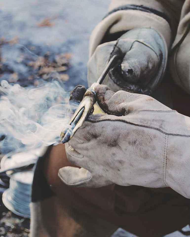 手作りの樹液採集用のパイプ