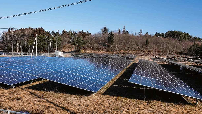 各地域に見られる広大な太陽光パネル畑