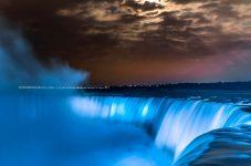 今日5月12日は「International Nurses Day」今夜10時から再びナイアガラの滝が青く照らされる