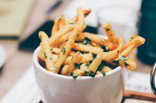 カナダの国産ポテトが余剰在庫問題に直面、合言葉は「Stay home, Eat Potato」