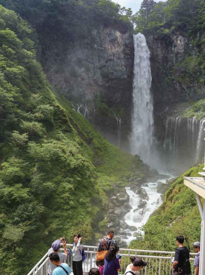明治以来の観光地日光華厳の滝